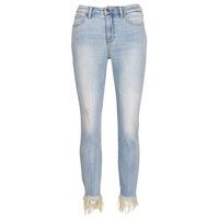 Oblačila Ženske Jeans 3/4 & 7/8 Armani Exchange HELBAIRI Modra / Svetla