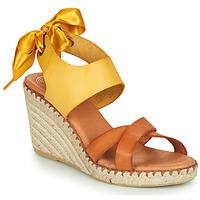 Čevlji  Ženske Sandali & Odprti čevlji Pataugas FIONA Cognac / Rumena