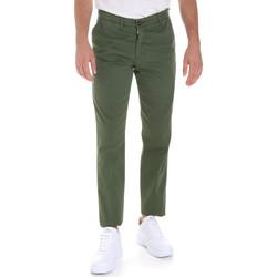 Oblačila Moški Hlače Chino / Carrot Les Copains 9U3320 Zelena
