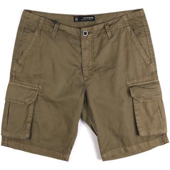 Oblačila Moški Kratke hlače & Bermuda Key Up 2P16A 0001 Zelena