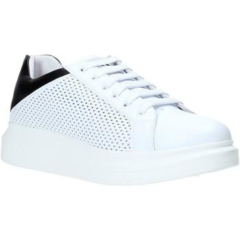 Čevlji  Moški Nizke superge Rocco Barocco N5.3 Biely