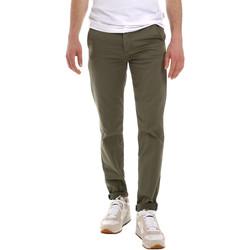 Oblačila Moški Hlače Chino / Carrot Sseinse PSE555SS Zelena