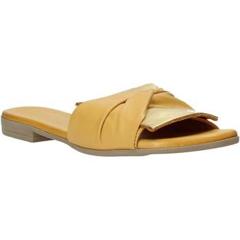 Čevlji  Ženske Natikači Bueno Shoes 9L2735 Rumena