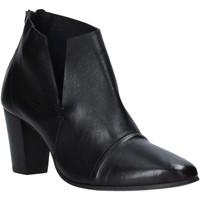 Čevlji  Ženske Gležnjarji Mally 6877 Črna