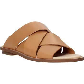 Čevlji  Ženske Natikači Clarks 26139436 Rjav