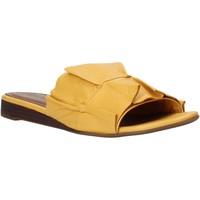 Čevlji  Ženske Natikači Bueno Shoes N1908 Rumena