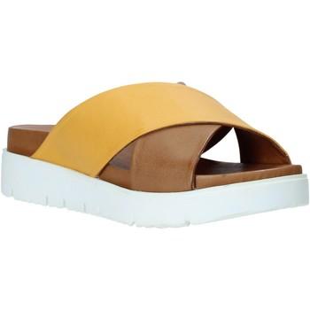 Čevlji  Ženske Natikači Bueno Shoes 9N3408 Rjav