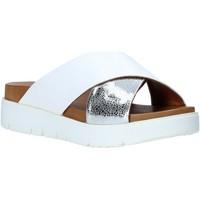 Čevlji  Ženske Natikači Bueno Shoes 9N3408 Biely