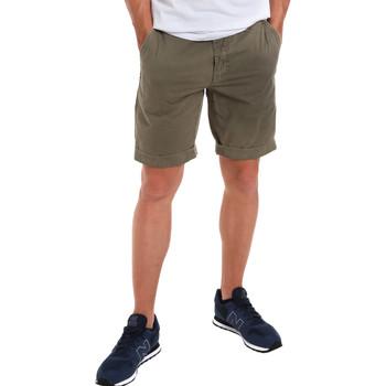 Oblačila Moški Kratke hlače & Bermuda Gaudi 011BU25023WC Zelena