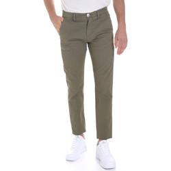 Oblačila Moški Hlače Chino / Carrot Sseinse PSE558SS Zelena