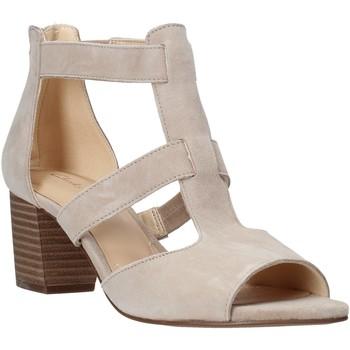 Čevlji  Ženske Salonarji Clarks 26141571 Bež