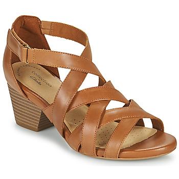 Čevlji  Ženske Sandali & Odprti čevlji Clarks LORENE POP Kamel