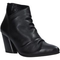 Čevlji  Ženske Gležnjarji Bueno Shoes 20WR1400 Črna
