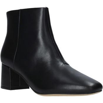 Čevlji  Ženske Gležnjarji Clarks 144076 Črna
