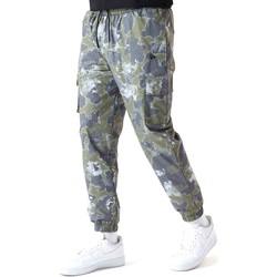 Oblačila Moški Hlače New-Era 12590879 Zelena