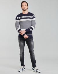 Oblačila Moški Puloverji Guess LONDON EMBOSSED STRIPED CN Bela