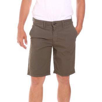 Oblačila Moški Kratke hlače & Bermuda Lumberjack CM80648 002EU Zelena