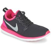 Čevlji  Deklice Nizke superge Nike ROSHE TWO JUNIOR Črna / Rožnata