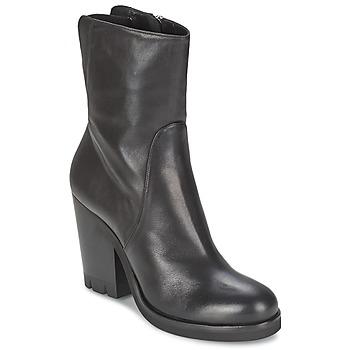 Čevlji  Ženske Gležnjarji Strategia GUANTO Črna
