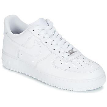 Čevlji  Moški Nizke superge Nike AIR FORCE 1 07 Bela