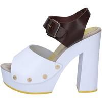 Čevlji  Ženske Sandali & Odprti čevlji Suky Brand sandali marrone pelle bianco AC486 Marrone