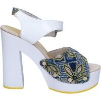 Čevlji  Ženske Sandali & Odprti čevlji Suky Brand sandali bianco tessuto blu vernice AC487 Bianco