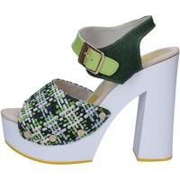 Čevlji  Ženske Sandali & Odprti čevlji Suky Brand sandali verde tessuto vernice AC489 Verde