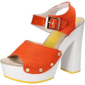 Čevlji  Ženske Sandali & Odprti čevlji Suky Brand sandali arancione tessuto vernice AC802 Arancio