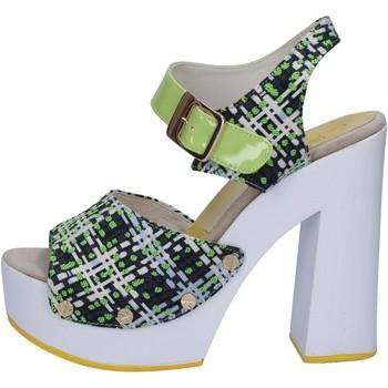 Čevlji  Ženske Sandali & Odprti čevlji Suky Brand sandali verde tessuto vernice AB309 Verde