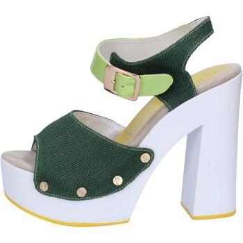 Čevlji  Ženske Sandali & Odprti čevlji Suky Brand sandali verde tessuto vernice AB314 Verde