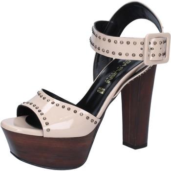 Čevlji  Ženske Sandali & Odprti čevlji Olga Rubini sandali beige vernice borchie BY316 Beige
